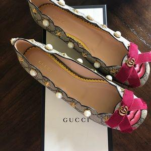 Gucci Lexi Supreme Lip GG Logo Pearl Stud Slide(9)